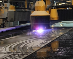 Combination of plasma and waterjet technologies on one machine, plasma cutting