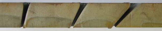 Abbildung A: Unterschiedliche Schnittfugen beim Schneiden von 20 mm Baustahl mit 260 A und Neigungswinkeln von 15°, 30° sowie 45° – Der Querschnitt wurde mit Wasserstrahl erstellt.