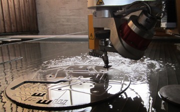 Convenient cutting of bevels using different technologies, waterjet cutting